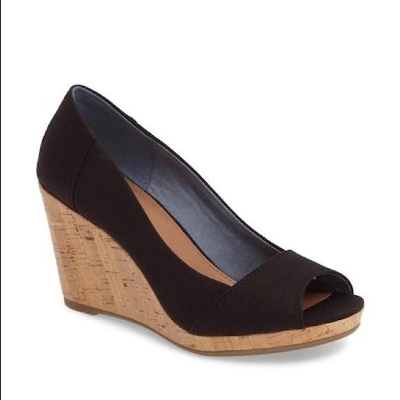 33a8b5957a7 Toms Stella wedge sandals. Size 9. M 5b3bcf97fe51518b86f1e428
